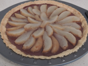 Assemble cooled pear and syrup on tart