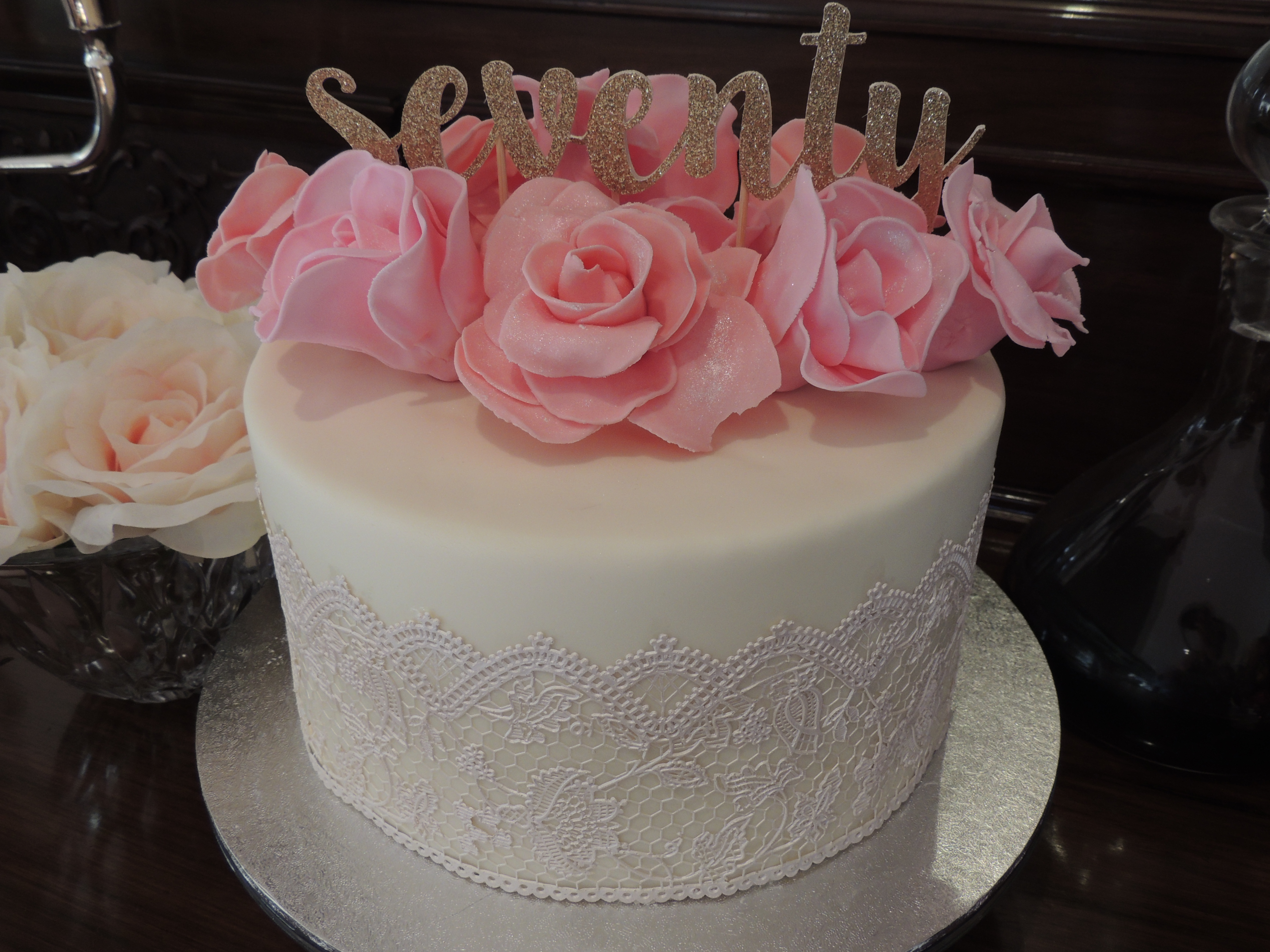 Mums Seventieth Birthday Cake fondant roses and cake lace The