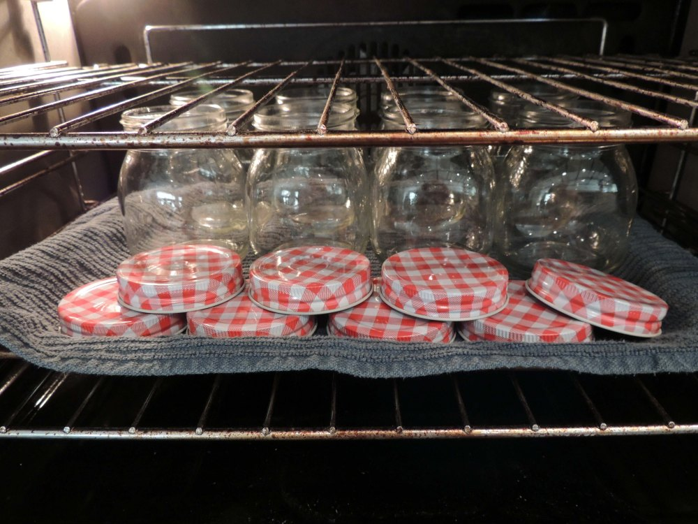 Sterilising jars in the oven